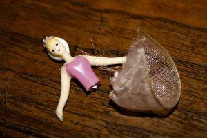 915674_broken_ballerina