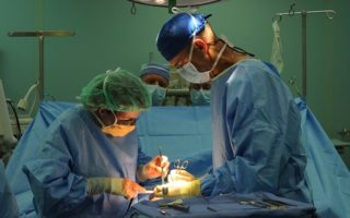 surgery-880584_640